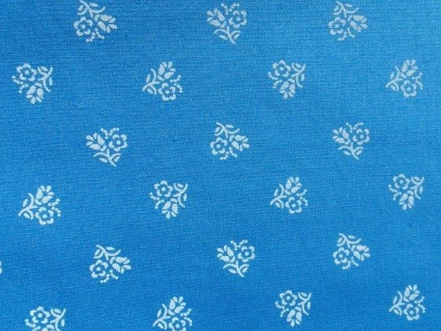 Bild 1 von Dirndl fabric big flowers - light blue - 50 cm
